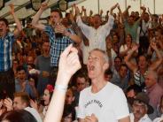 Klosterlechfeld: Die Massen jubeln den starken Männern zu