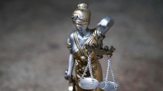 Mann soll Ehefrau angezündet haben - Urteil erwartet