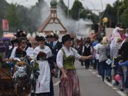 Königsbrunn: Zum Jubiläumsumzug sind Tausende auf den Beinen
