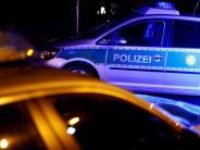 Kreis Neu-Ulm: Papierlaster rutscht Böschung hinab - aufwendige Bergung