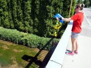 Bildergalerie: Beim Gartenfest geht nur die Zeitungsente baden