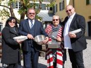 Mickhausen: Schlüssel und Schüssel für den Schlosshofsaal