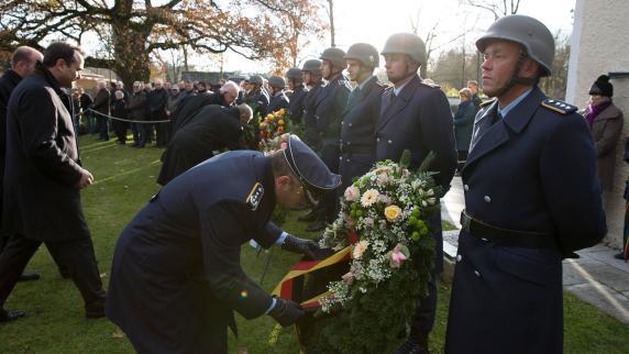 : Der Opfer gedenken und auf Frieden hoffen