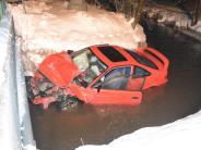 Schwabmünchen: Auto stürzt bei Unfall in Fluss
