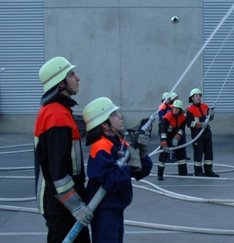 Auch die Nachwuchsfeuerwehrmänner waren an der Übung beteiligt.