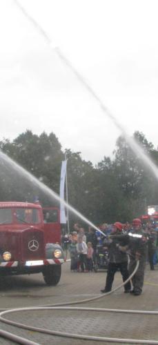 Mit der Drehleiter DL16 wurde ein Brandeinsatz anno dazumal simuliert.