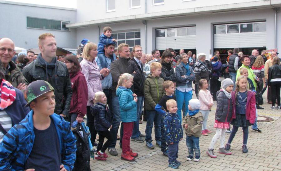 Zig Zuschauer und Neugierige kamen zum Tag der Schwabmünchner Feuerwehren, um sich ein Bild von der Arbeit der Helfer zu machen.