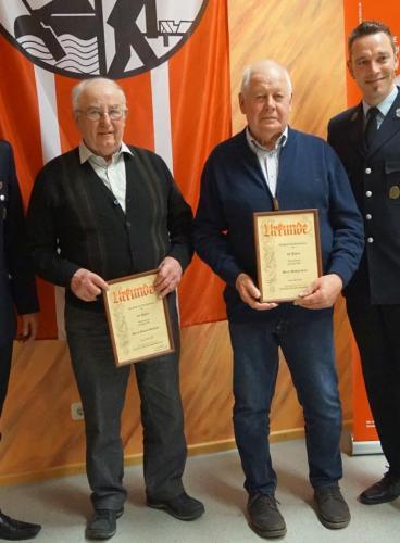 60 Jahre Mitglied im Feuerwehr-Förderverein sind Johann Schlögel (links) und Michael Karl.