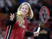 Im «Nummer-1-Trikot»: Vor dem Star in Miami: Kerber Gast beim Basketball