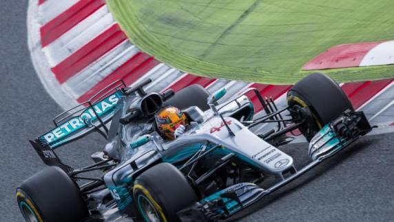 Motorsport | Hamilton sichert sich die Pole Position für Formel-1-Auftakt
