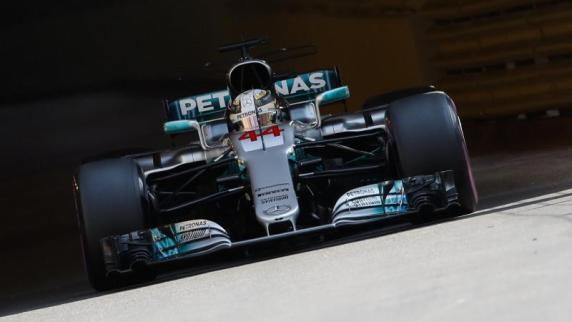 Hamilton am Ort des ersten GP-Siegs: Ferrari angreifen