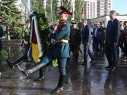 Gedenkt russischer Kriegsopfer: DFB-Chef legt in Kasan vor Chile-Spiel Kranz nieder