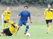 Fußball in der Nachbarschaft: Sebastian Heindl trifft dreimal
