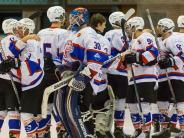 Eishockey: Wölfe behalten ihre weiße Weste