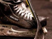 Eishockey: Die Schlittschuhe bleiben im Schrank