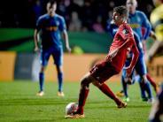 Fußball: Bayern im Halbfinale - Diskussionen um «Rot» für Simunek