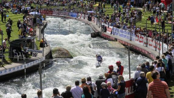 Augsburg: Große Angst um den Eiskanal
