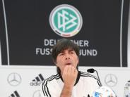 Fußball: Löw gibt Neulingen Einsatzgarantie - Ohne Müller und Özil