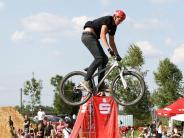 Friedberg: Dirtbike-Fahrer heben ab