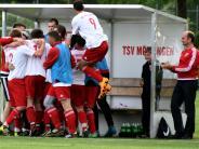 : Freudensprünge beim Sieger Wittislingen