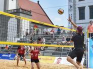 Augsburger Panther: Beim Beachvolleyball auf dem Rathausplatz mischen die Panther mit