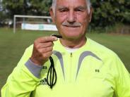 Fußball: Artur Alt pfeift aus Leidenschaft