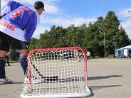 Fieseln: In Dirlewang wird Eishockey mit Turnschuhen gespielt
