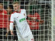 Fußball: FCA verfängt sich im Bayer-Netz