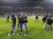 Fans mit Pyro beschossen: Zwölf Festnahmen bei Fan-Krawallen in Lyon