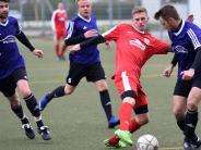 Fußball-Bezirksliga: 45 Minuten lang ein Spiel auf ein Tor