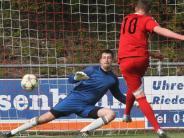 Fußball-Bezirksliga: Adelzhauser Aufholjagd kommt zu spät