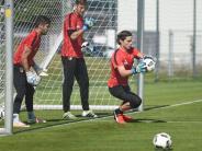 FC Augsburg: Für Marwin Hitz wird es eng im Saisonfinale