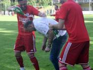Bezirksliga-Topspiel: Bucher in Sektlaune