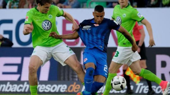 Fußball: Ordner in Braunschweig von Knallkörper getroffen