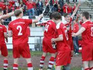 Fußball-Relegation: Wer lässt die Sektkorken knallen?
