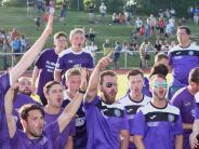Relegation: Freude in violett und weiß