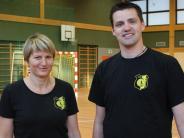 Handball: Notfalls mit Schildern an der Seitenlinie