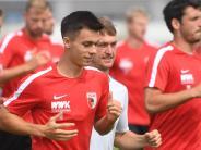 FC Augsburg: Erik Thommy hat beim Doppelspieltag des FCA eine Platzgarantie
