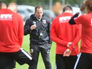 Fußball: FCA-Trainer Manuel Baum siebt die ersten Profis aus