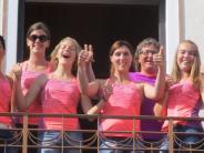 Tennis: Meisterteam winkt vom Rathaus-Balkon