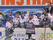 Eishockey: Augsburger Panther feiern Torjäger Valentine