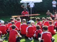 Fußball-Feriencamp: Und plötzlich sitzt ein Jungprofi da