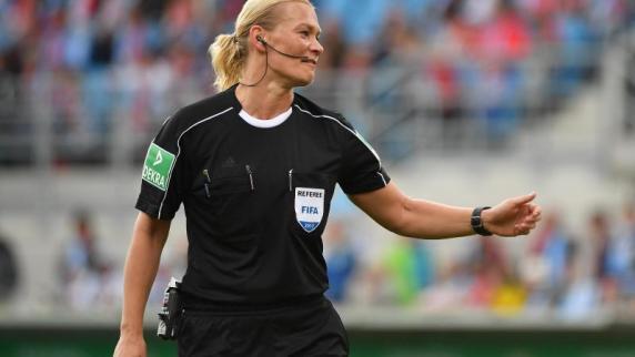 Premiere: Viel Lob für Schiedsrichterin Bibiana Steinhaus