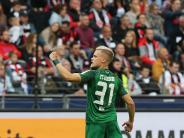 FC Augsburg: Der FC Augsburg schickt seine Spieler zum Surfen