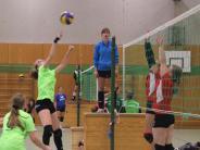 Volleyball: Umkämpfte Ballwechsel unter dem Hallendach