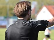 Fußball: Die Schiedsrichter funken SOS
