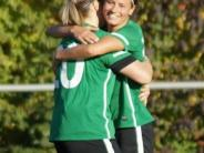 Frauenfußball: Freude über die Tabellenführung
