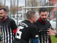 Fußball im Unterallgäu: Tore-Feuerwerk im Novemberregen