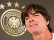 Neue Trikots live: Erst Werbedrehs, dann Klassiker:Die DFB-Elf in Berlin