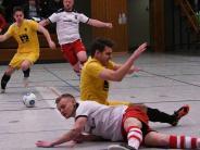 Schwäbische...: FC Ehekirchen rutscht bei seiner Premiere aus